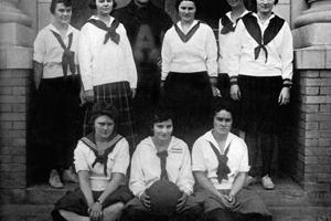 Women attend Austin College in 1918
