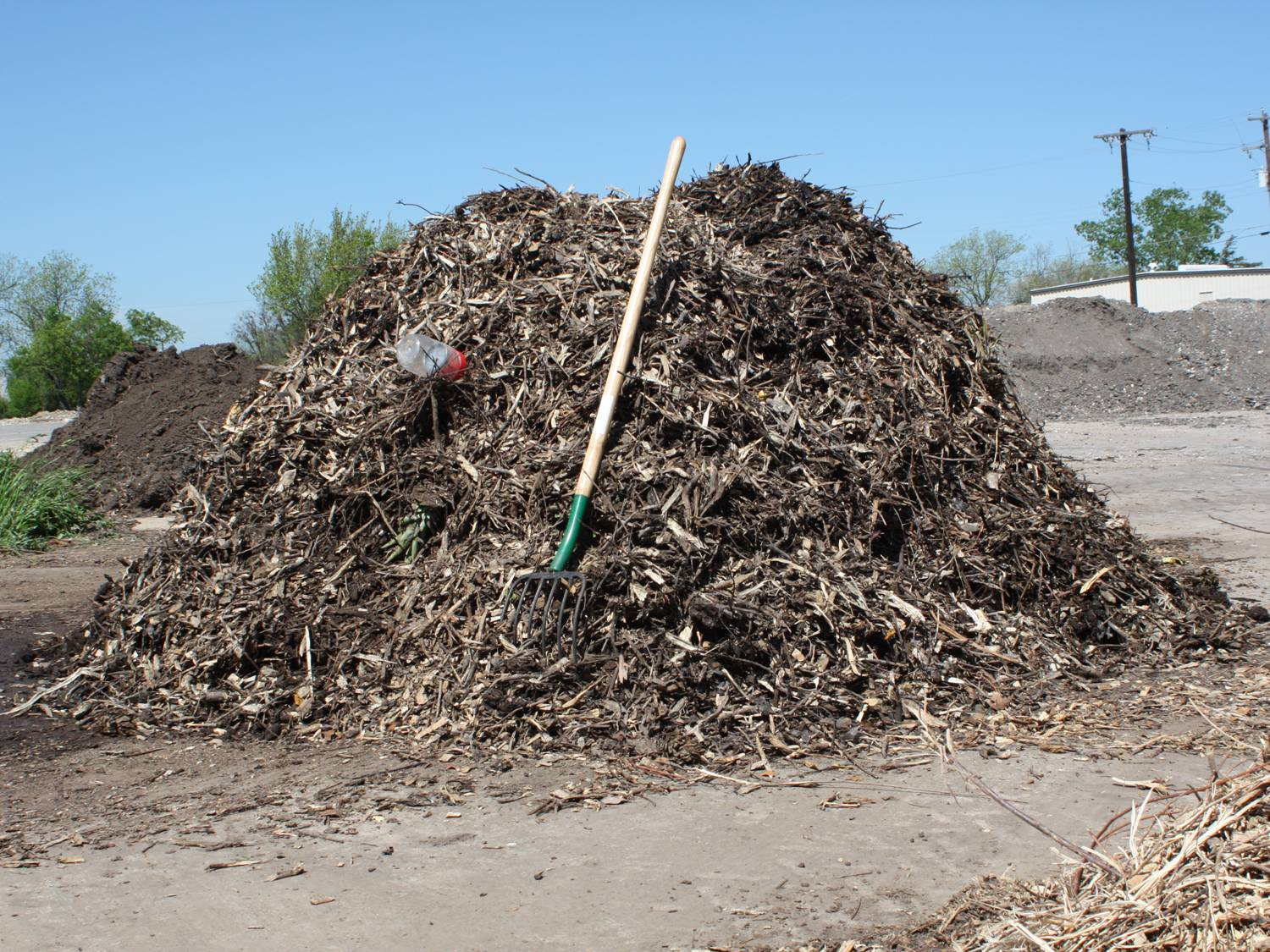 how to start a compost pile in a container